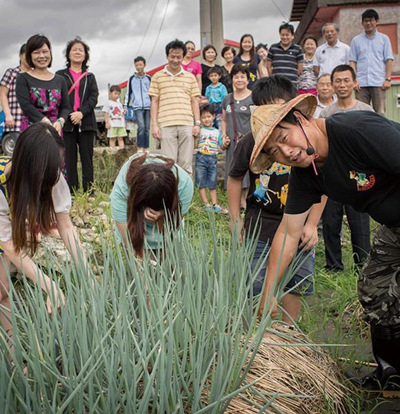 Agricultural tourism expert guide, Founder of Famer Green Onion Experience Farm, Mr. Shi-Xian Jiang